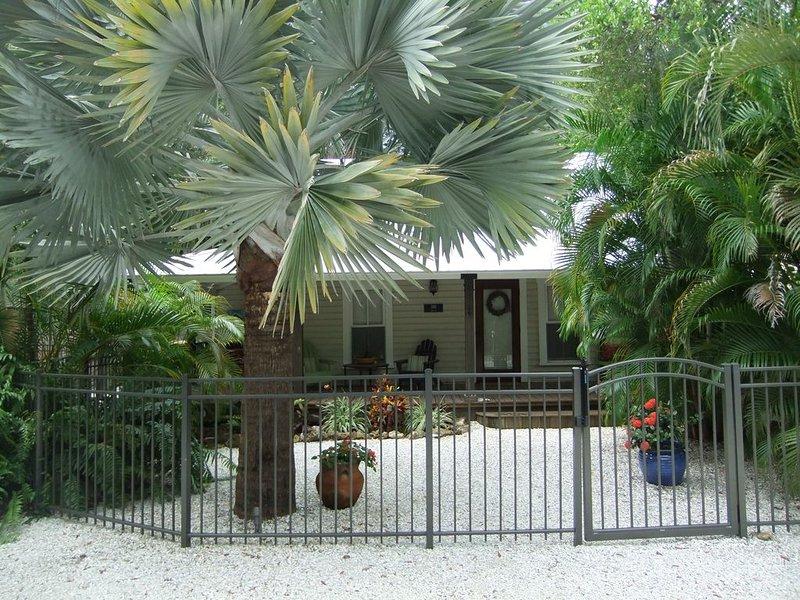 Beautiful Ozona Cottage, alquiler de vacaciones en Crystal Beach