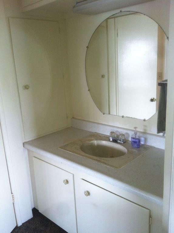 Meuble miroir / miroir lumineux, séparé de la salle de bain.