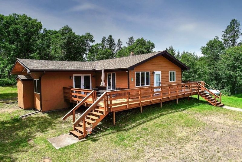 Ole s Outpost Cabin in Wascott, holiday rental in Minong