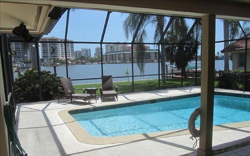 Naples Fl. Vanderbilt Beach Waterfront- Magnificent Vanderbilt Bay!, alquiler de vacaciones en Vanderbilt Beach