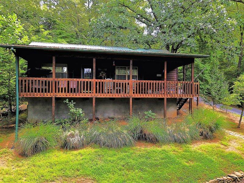 The Nest Nice 2 bedroom 1 bath cabin with Mountain Views near Hayesville NC, aluguéis de temporada em Hayesville