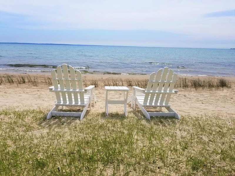 The Beach Hutch a premium Lake Michigan Beach House, holiday rental in Saint Ignace