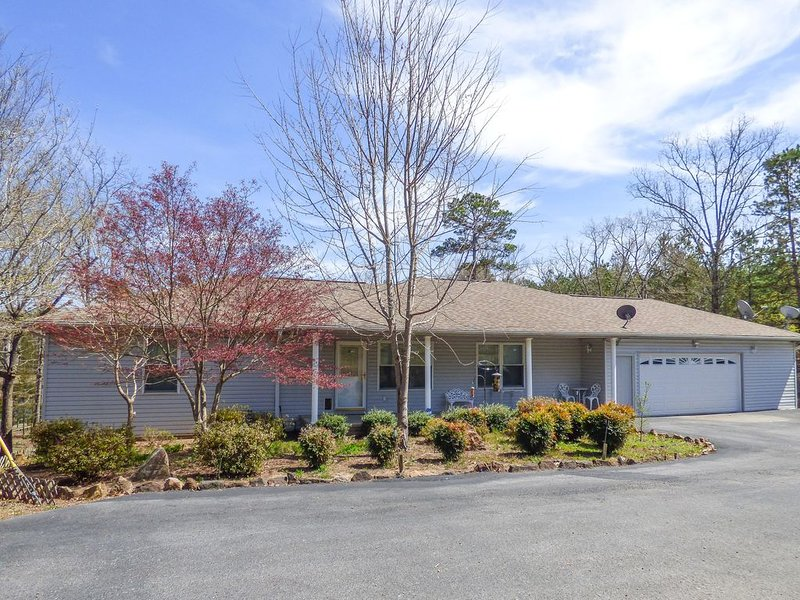 Family Friendly Home Located Just Minutes From Greers Ferry Lake, alquiler de vacaciones en Tumbling Shoals