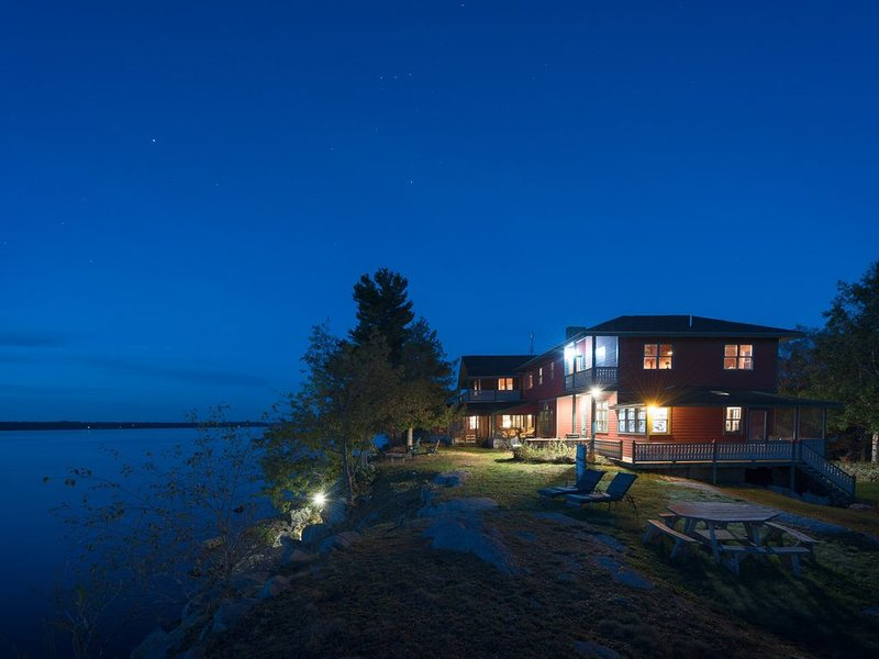 Whiskey Island Lodge, vacation rental in Gananoque