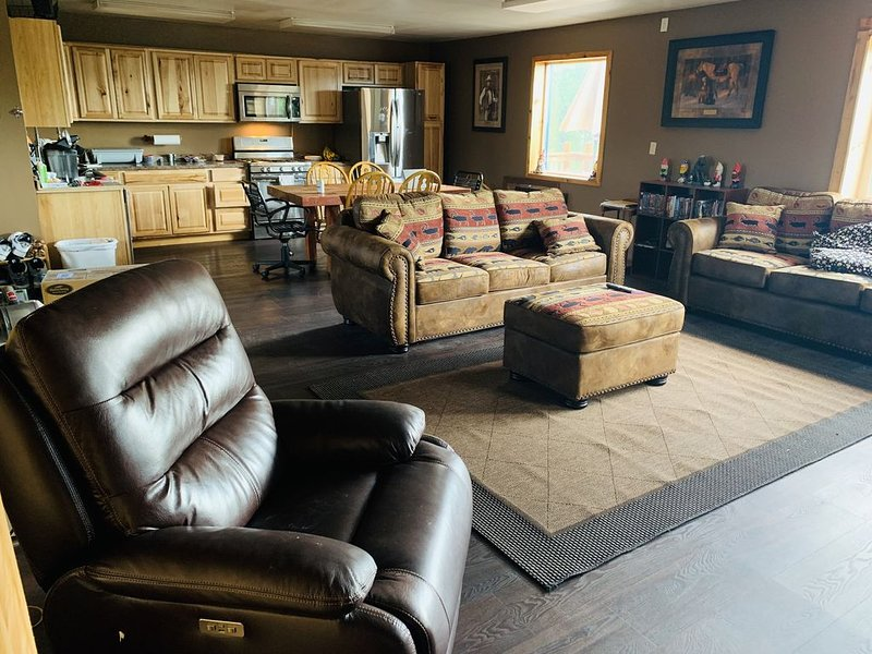 3 Bedroom Private Home Near Denali National Park, vacation rental in McKinley Village
