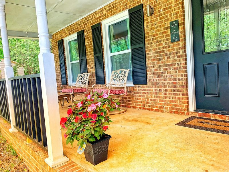 *Cozy home near UNCC, Carolina Pavilion and Uptown Charlotte*, holiday rental in Newell