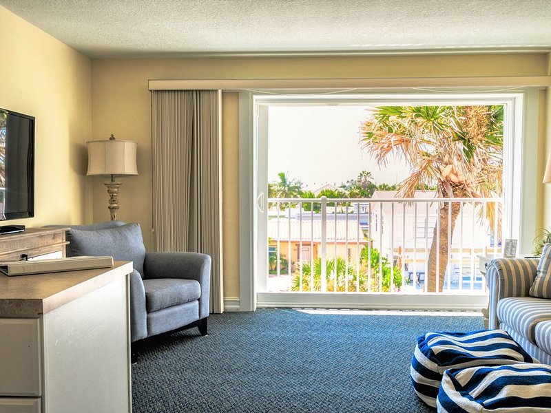 �Oceanfront | Pool | ☀️ Free Parking | Internet |, holiday rental in Indialantic