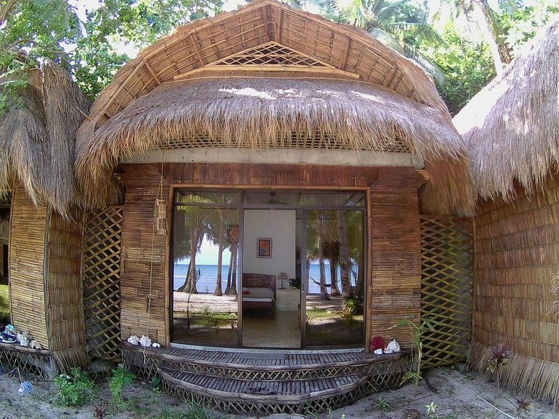 Beachfront Guesthouse at Akim's Haven, vacation rental in Tablas Island