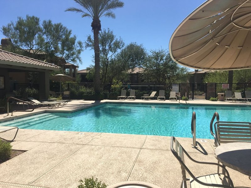 Luxurious and peaceful Scottsdale Condo - Close to everything!, vacation rental in Cave Creek