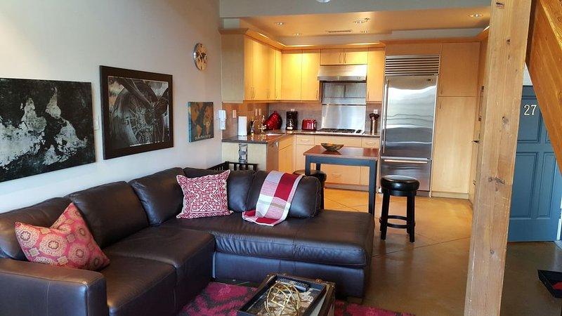 Cool Downtown Orenco Loft, holiday rental in Cornelius