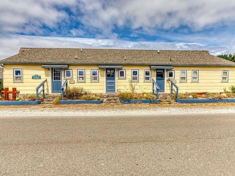 Dog-friendly duplex in historic Bandon w/ kitchens & ocean views, alquiler de vacaciones en Bandon