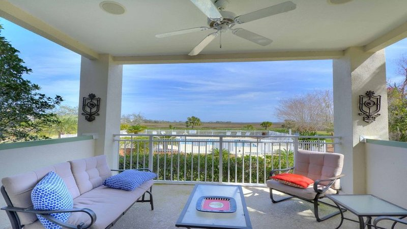 - Great summer rates, Location, Views, Convenience...Golf/Pool/Fitness/Biking, holiday rental in Valona