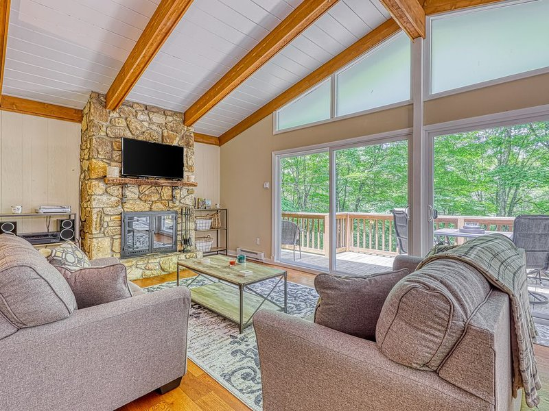 Stunning mountain chalet with two fireplaces, holiday rental in Sugar Mountain