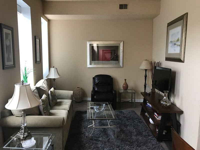 Beautiful Townhouse Close to Everything, holiday rental in Saint Louis