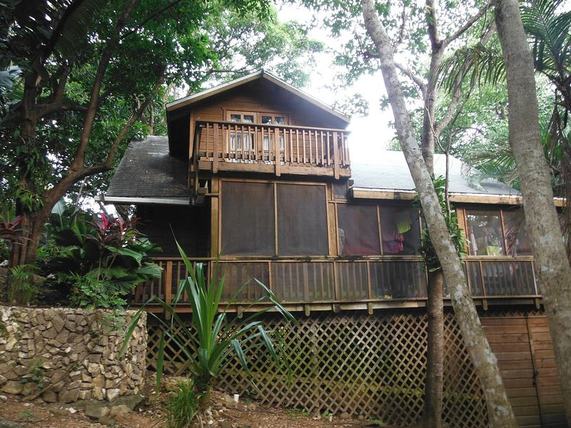 Private Treehouse Cabana in the community of Sundancer, alquiler vacacional en Dixon Cove