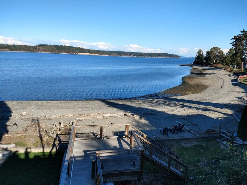 Cozy cottage with a sandy beach!, holiday rental in Nordland