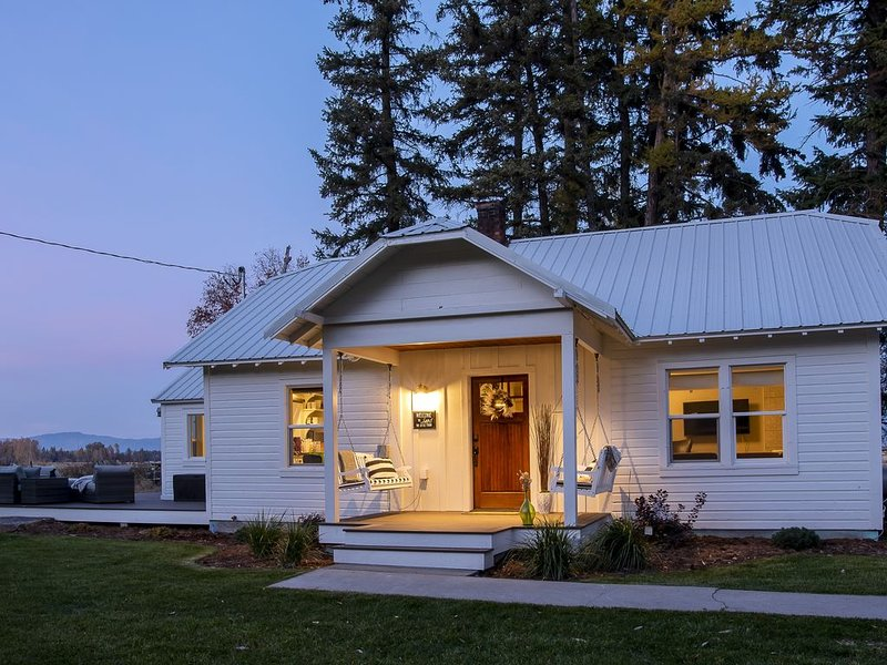 Modern Farmhouse- Conveniently Located in Kalispell, location de vacances à Kalispell