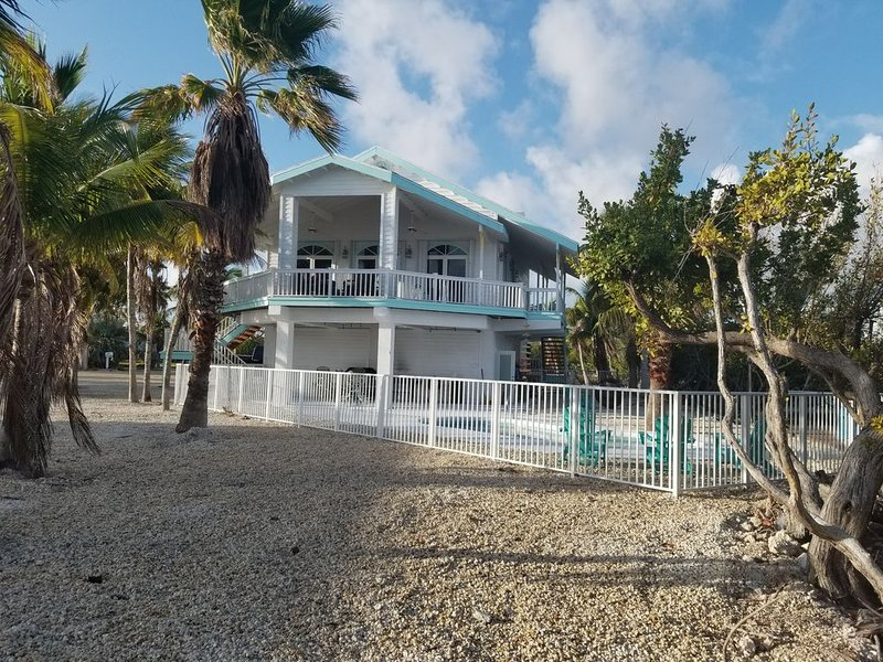 Open Water and Sunset Views Pool House in the Florida Keys, alquiler de vacaciones en Big Pine Key