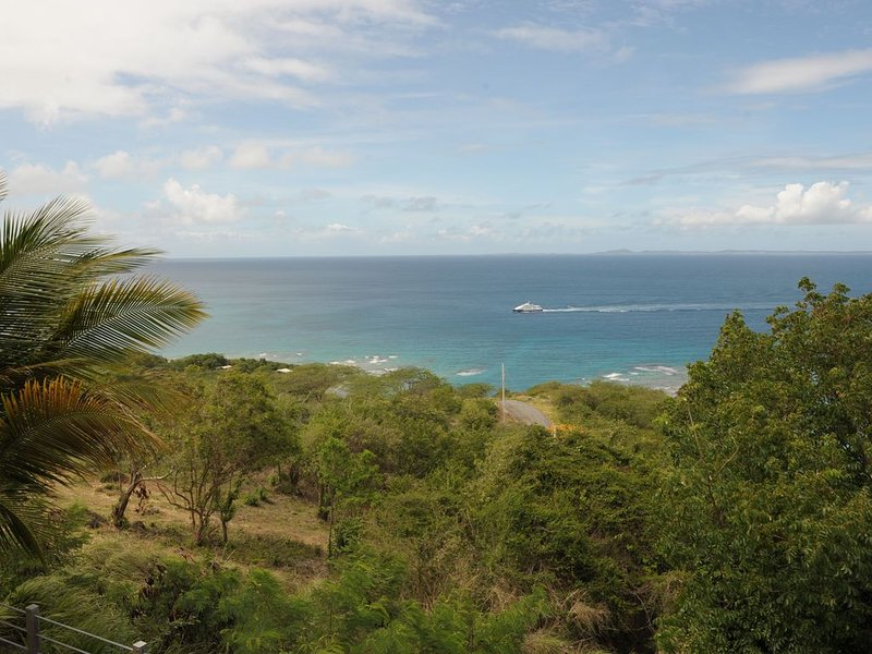 HIGH ON THE HILL WITH COOLING TRADEWINDS AND SWIMMING POOL, vacation rental in Isla de Vieques