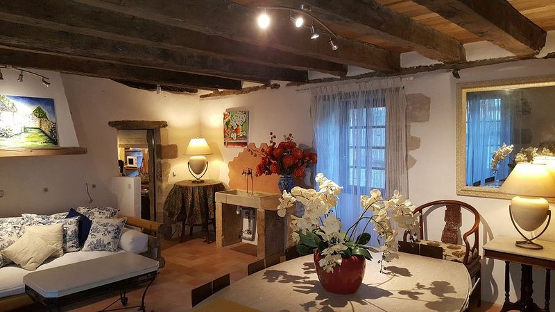 18th Century Townhouse exquisitely furnished in Town Black Perigord/ sleeps 8, holiday rental in La Bachellerie