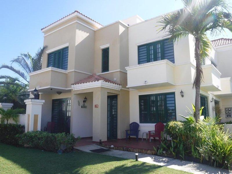 COZY PRIVATE VILLA IN RINCON WITH PANORAMIC VIEWS, aluguéis de temporada em Aguada