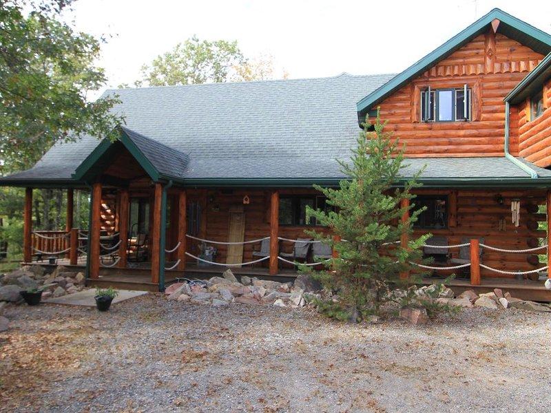 Room within Log Cabin Retreat, holiday rental in Merrillan