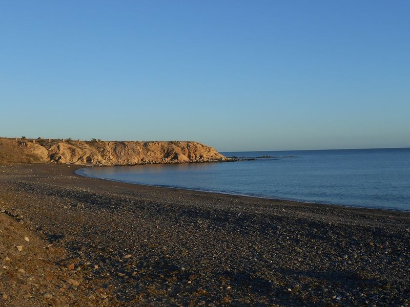 Unwind and enjoy, beautiful beach house in the sea of cortes, peaceful location, holiday rental in El Sargento