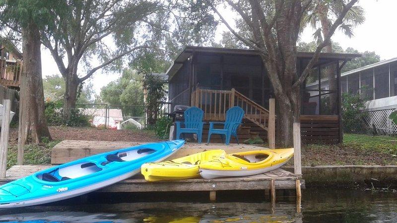 Mermaid Cove~ Weeki Wachee River Retreat (includes Kayaks/Canoes), vacation rental in Weeki Wachee