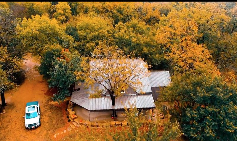 PEACEFUL PLAYGROUND.  130 acres of fun.  RV hookups available too., alquiler vacacional en Kansas