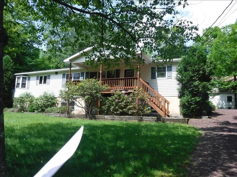 'Mulrooney's' is a ranch style home offering everything on the main level in Lak, holiday rental in Benton