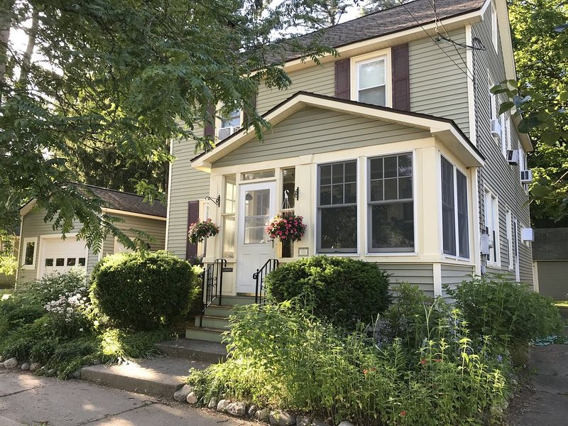 Perfect location--10 minute Walk to Track and 15 minute walk to Downtown, vacation rental in Ballston Spa