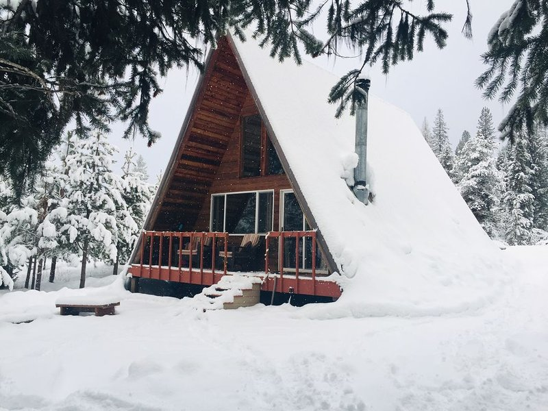 Escape the Crowds!  Aframe Cabin Tucked in the Woods with Views on 300 Acres, holiday rental in Thompson Falls