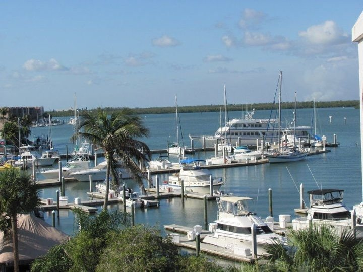 PARADISE FOUND!UPSCALE-TOP FLOOR TOTALLY REMODELED UNIT-MARINA VIEW., vacation rental in Goodland