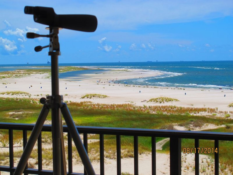 Beachfront, indoor/outdoor pool. Best view on Gulf Coast!No fees by owner., alquiler de vacaciones en Fort Morgan