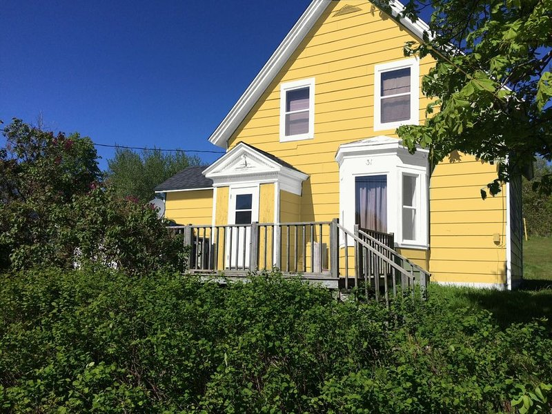 1908 Victorian Beach House - Beautifully Restored, Spaciously Sleeps 9 w/2 Baths, holiday rental in Mabou
