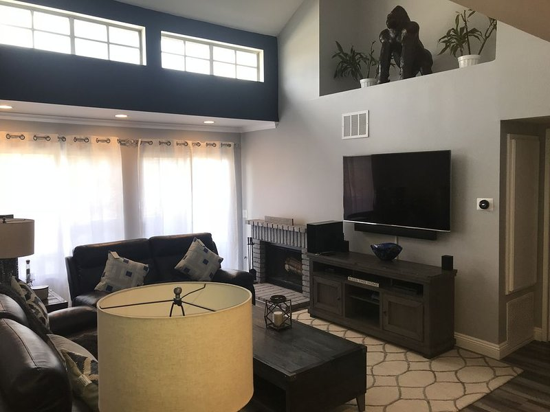 Beautiful, homely condo for your relaxation and comfort, holiday rental in Simi Valley