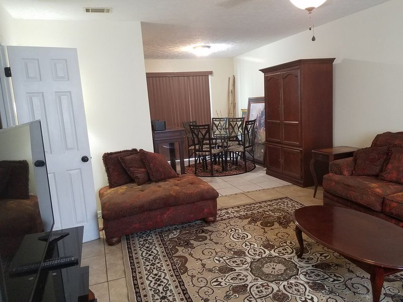 4494 Extended Stay, Daily or Weekly 2BR/1.5BA Townhome, holiday rental in Highland City