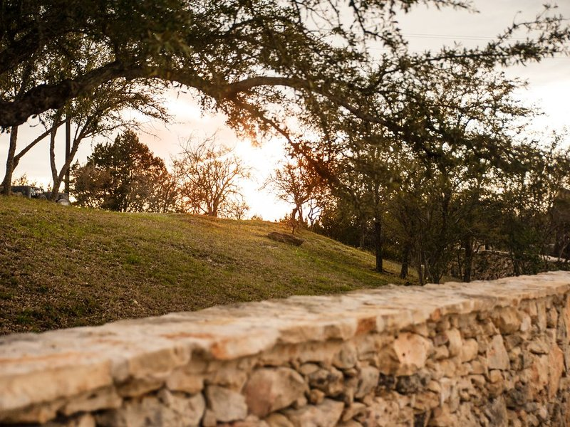 Ranch House with the best views!, casa vacanza a Dripping Springs