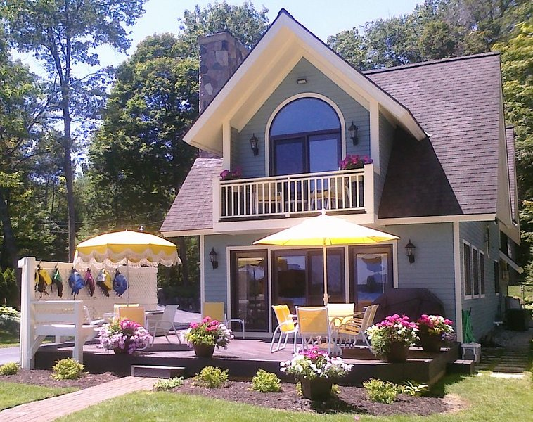 Beautiful Prime Location Home on Long Lake, Traverse City, holiday rental in Lake Ann