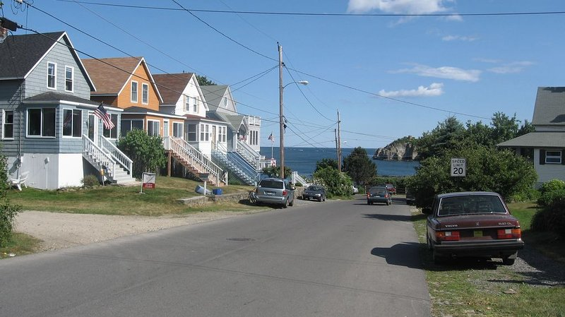 Peaks Island Cottage with beautiful view of Whitehead passage, holiday rental in Long Island