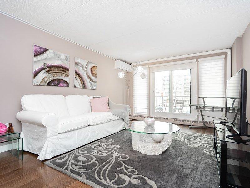 Elegantly Designed 2 Bedroom Condo (Parking), alquiler de vacaciones en Winnipeg
