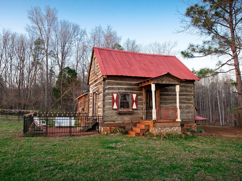 Century old log cabin on 62 acre estate, holiday rental in Pittsboro