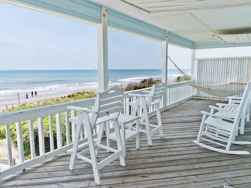 Oceanfront Beauty. Family Setting. Single Family Home on Southern OBX. New VRBO, alquiler de vacaciones en Pine Knoll Shores