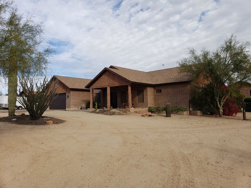 Pool/hot tub, 1 Acre HORSE STALLS, POKER TABLE., holiday rental in Anthem