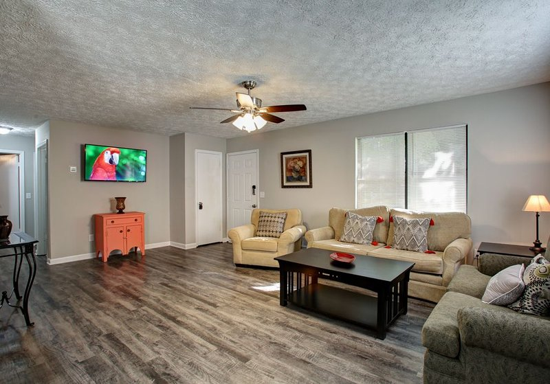 Comfy cutie -7.5 miles to Lakepoint Sports Complex, holiday rental in White