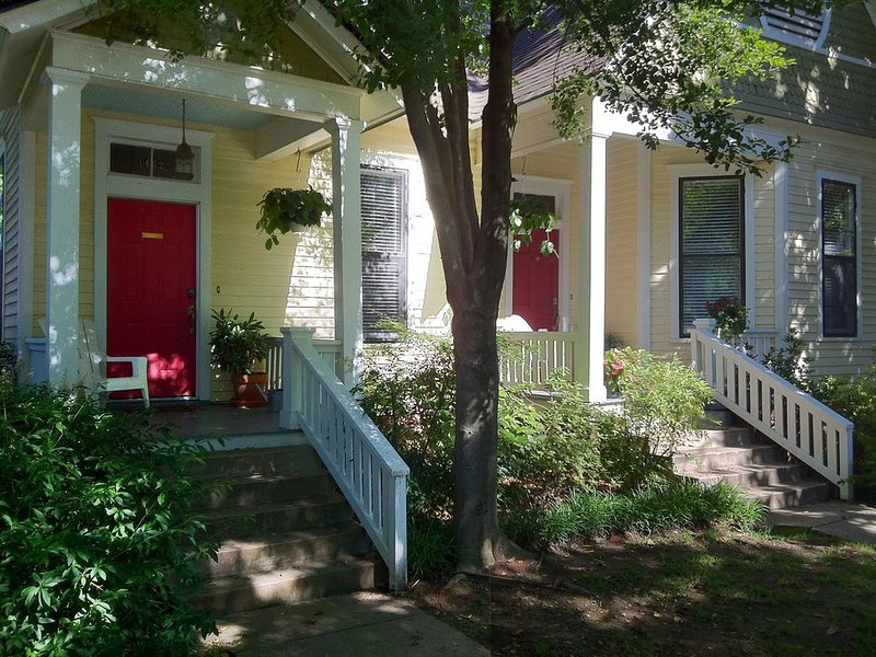 UPSCALE COTTAGE IN DOWNTOWN LITTLE ROCK SLEEPS UP TO 12, holiday rental in Sherwood