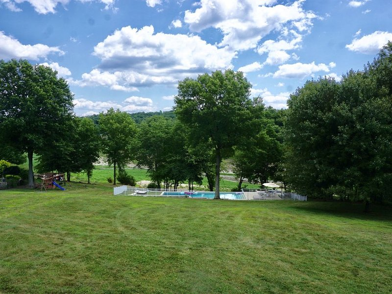 Cozy Lake Front House w. Pool near Storm King and West Point, location de vacances à Newburgh