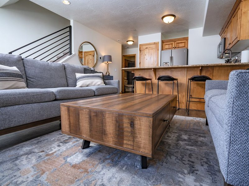 Just Listed! Newly Remodeled Mountain Modern Condo, holiday rental in Brigham City