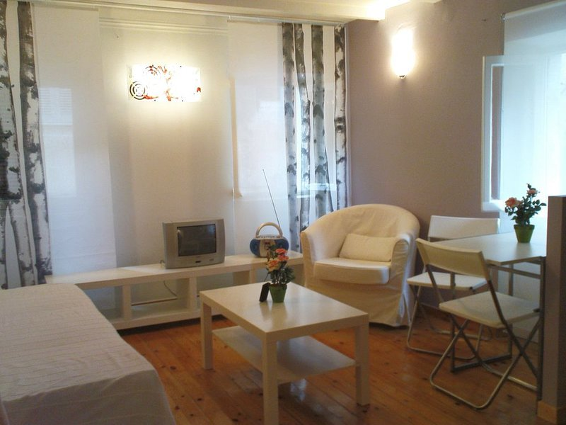 IN THE HEART OF THE OLD TOWN, holiday rental in Vitouládes