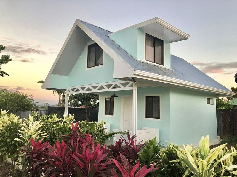 Brand new 2 story mint bungalow - pool on site!, holiday rental in Quesada